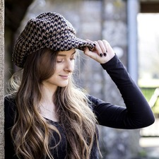 The Tatton Hat - Giant Black Houndstooth Small
