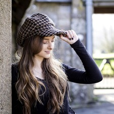 The Tatton Hat - Giant Black Houndstooth Medium